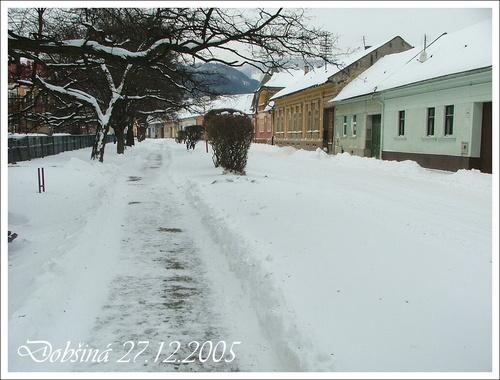 Letná ulica v zime