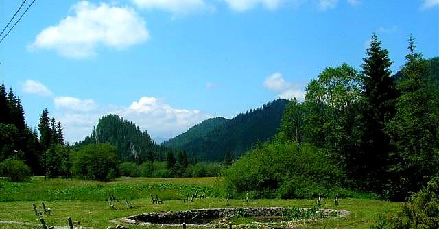 Pohľad na Ostrú skalu od Dobš. ľ. jaskyne