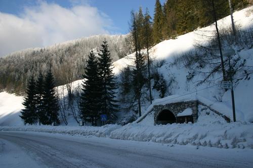 Stratenská zastávka v zime od Karola Kasanického
