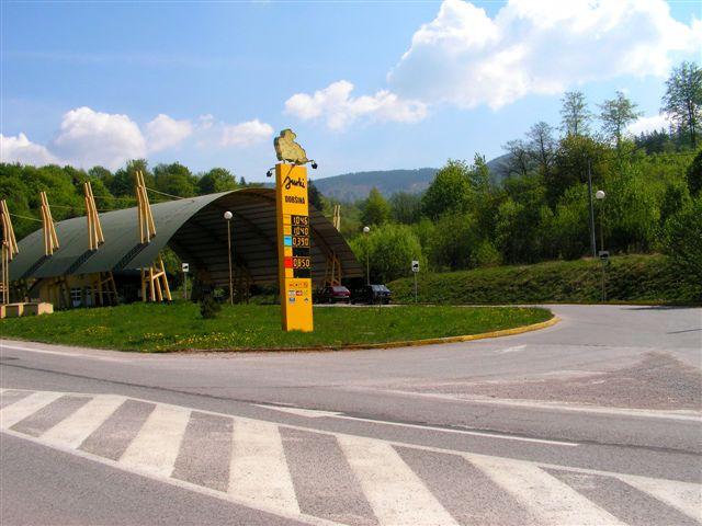 Benzínka pred dolinou Hottergrundel