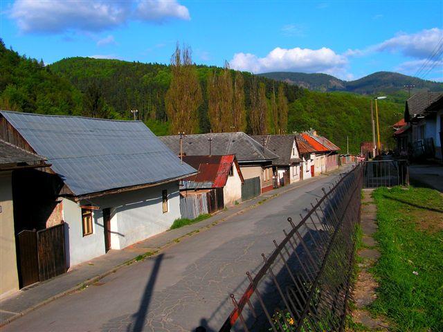 Železničná ulica smerom ku stanici