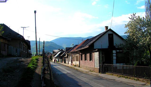 Železničná ulica fotené smerom do mesta