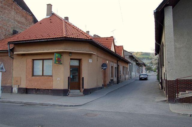 Z hlavnej ulice SNP smerom na Kúpeľnú